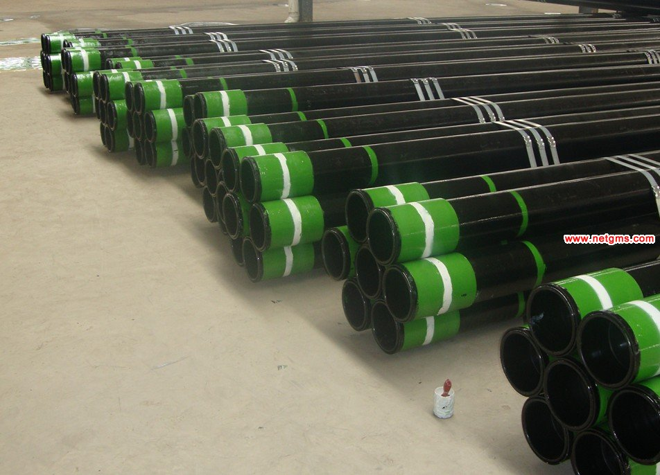 Seamless steel casing pipe with coupling and thread protector